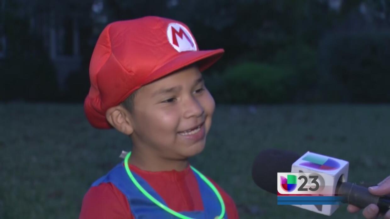 Cientos de niños y adultos disfrutan de la Noche de Brujas en Dallas