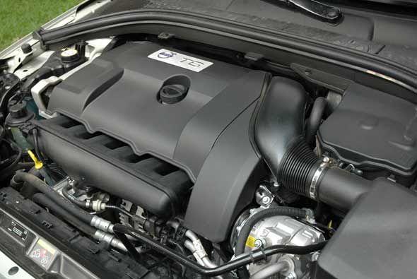 La XC60 tiene un motor turbocargado de seis cilindros en línea que produ...
