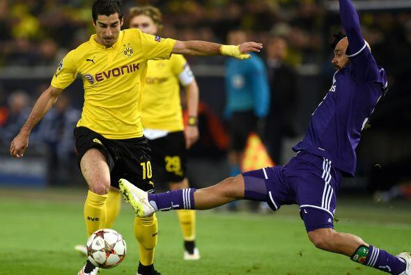En el Grupo D, Borussia Dortmund se apuntó el sector a pesar de igualar...