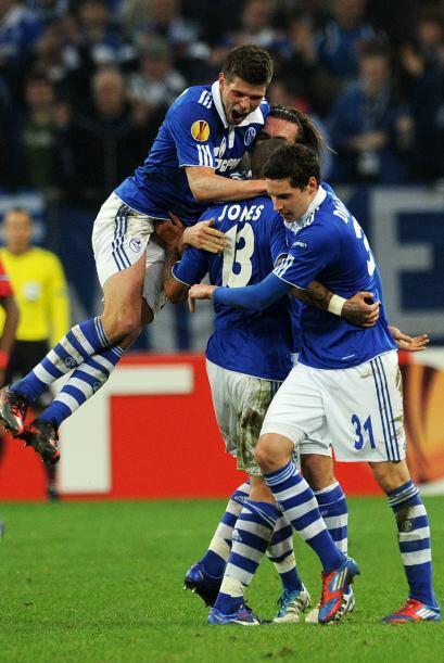 Más tarde, se marcó un penalti y el holandés puso e...