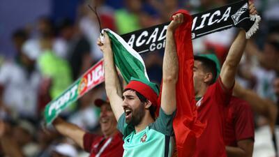 En fotos: El color de los aficionados de Irán y Portugal