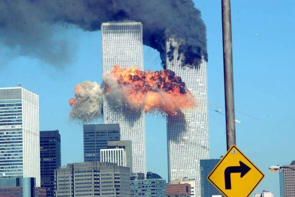 Minutos después, a las 9:03, el vuelo 175 de United Airlines se estrelló...