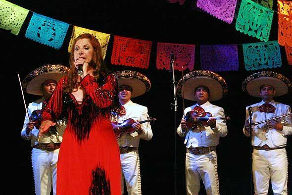 Viola estuvo acompañada por el tradicional mariacbi mexicano.