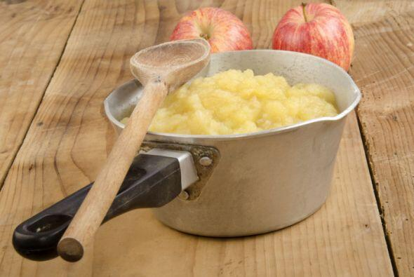 Compota de manzana o pera Pela las manzanas o las peras. En una cacerol...