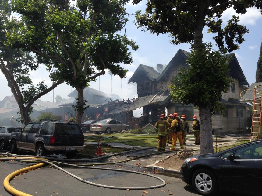Las autoridades investigan las causas que provocaron el fuego.