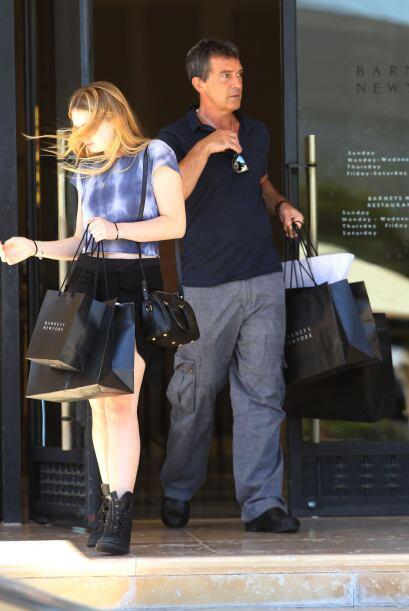Antonio llevó a Stella del Carmen a una buena terapia de compras....