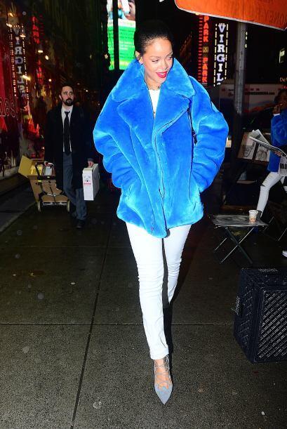 Rihanna es un poco más atrevida y le gusta usarla en colores bastante ll...