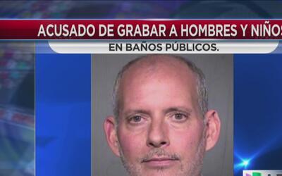 Arrestan a sobrecargo de Phoenix por grabar videos en los baños de los a...