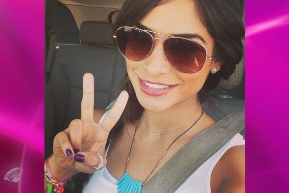 Nuestra primera reina es una experta en tomarse selfies y compartirlas c...