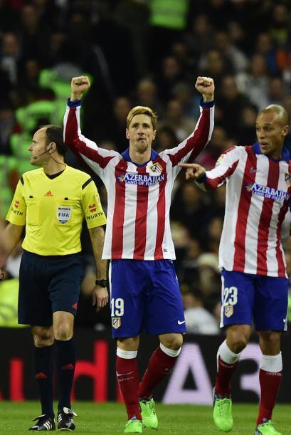 El 'Niño' conseguía así su primer gol en el Bernabéu y aumentaba la vent...