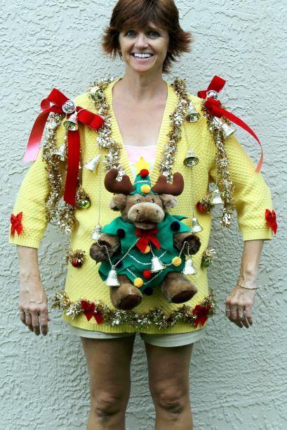 Las decoraciones en los suéteres de Navidad de Deb están repletos de ado...