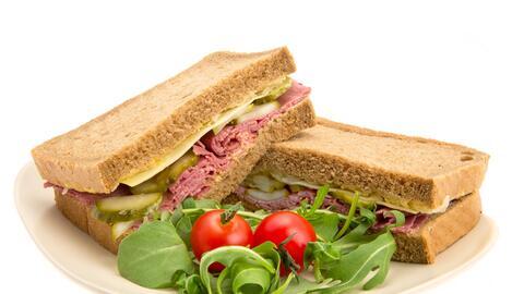 Este sándwich es bastante ligero, pues el queso mozzarella en tod...