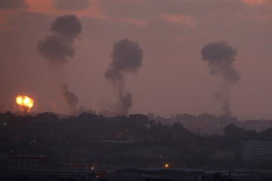 Por tercera noche consecutiva bombardearon territorio palestino, seg&uac...