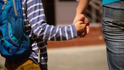 ¿Los padres de hoy son sobreprotectores, o es hora de admitir que vivimos en un mundo diferente al que crecimos?