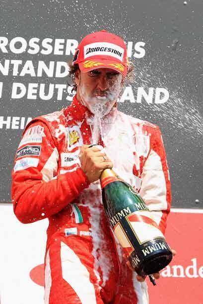 Alonso tiene todavía ocho carreras para intentar alcanzar a Lewis Hamilt...