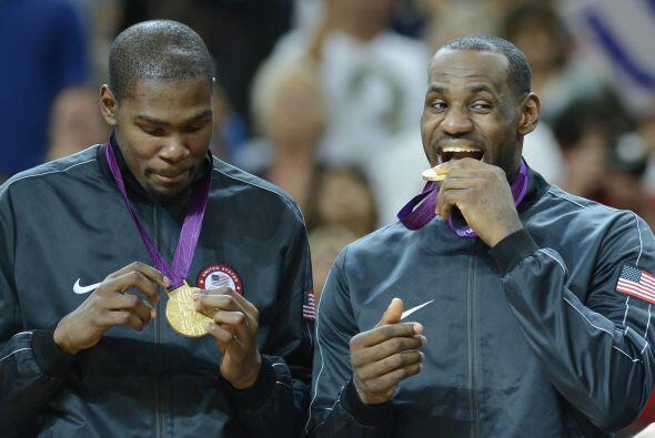 Como integrante de la selección de EEUU, James se colgó dos veces el oro...