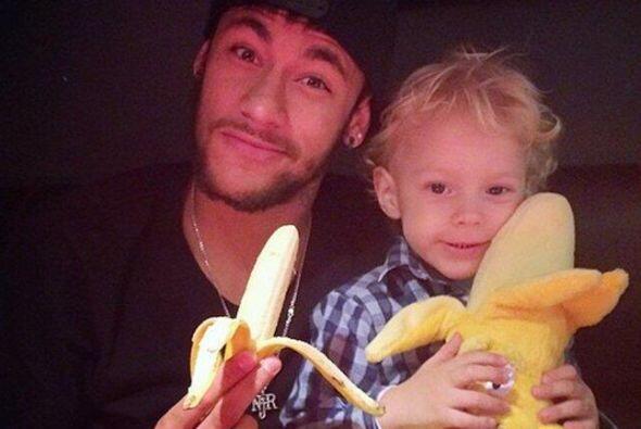 Neymar, su compañero en el Barcelona y actualmente lesionado, no dudó en...