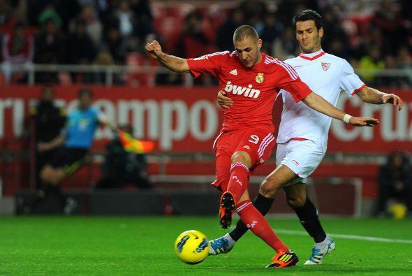 Benzemá hizo lo de siempre, luchar cada balón y buscar el gol.