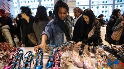 Las recomendaciones de Omar y Argelia para hacer tus compras antes o después de Navidad