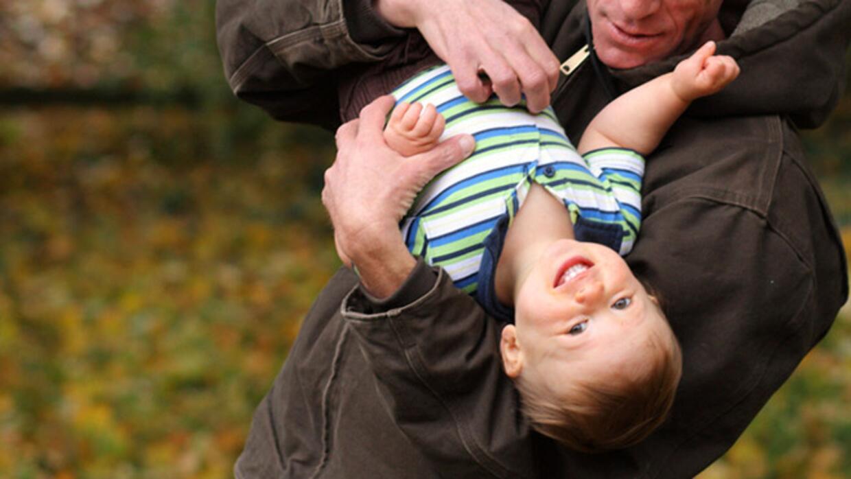 Cosquillas son una parte vital en la vida de tus hijos