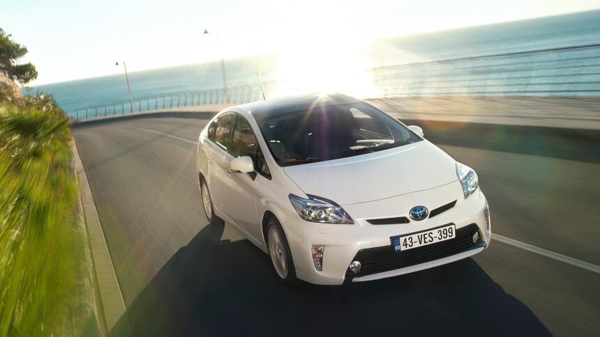 Estos son los autos más confiables de Estados Unidos Toyota-Prius-2012-1...
