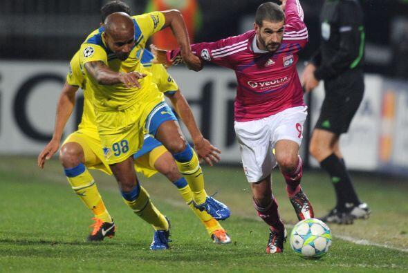El argentino Lisandro López jugó un buen partido.