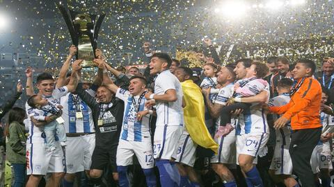 Pachuca venció a Tigres y levantó el trofeo de campeón de Copa de Campeo...