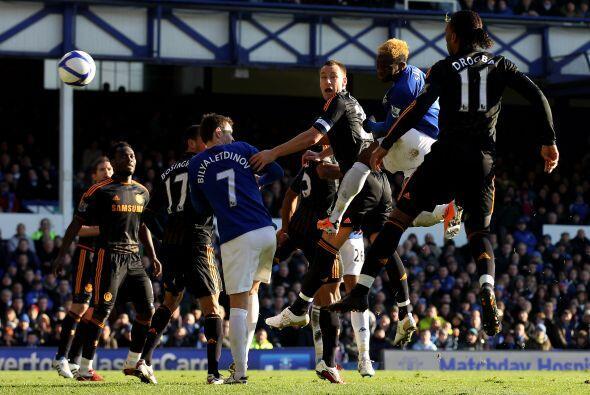 El primer gol del partido lo anotó Louis Saha con un buen remate de cabeza.