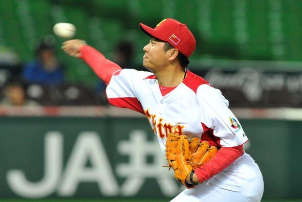 El relevista Lu Jiangang (1-0) se llevó el triunfo después de trabajar d...
