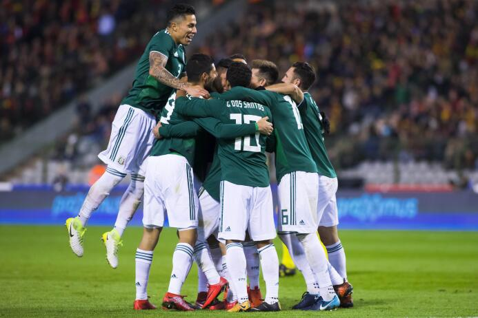 La situación del defensa de la selección mexicana de fútbol es complicad...