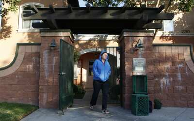 Una veterana del Ejército en uno de los refugios de Long Beach, C...