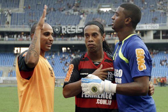 En tanto en Río de Janeiro Flamengo, liderado por Ronaldinho, clasificó...