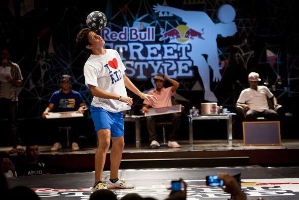 Neymar fue uno de los jueces invitados para el Street Style del 2011 en...