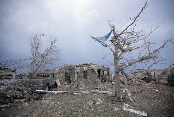 Un monstruoso tornado de más de 1,700 metros de ancho con vientos de has...