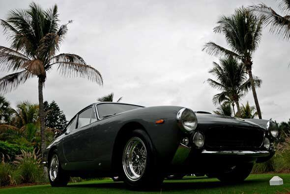 El 250 GT L Lusso 1964 tiene cierta influencia de la firma inglesa Jagua...