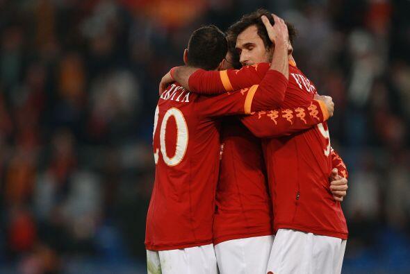 Y el propio Vucinic selló el triunfo de 4-2 para la Roma.