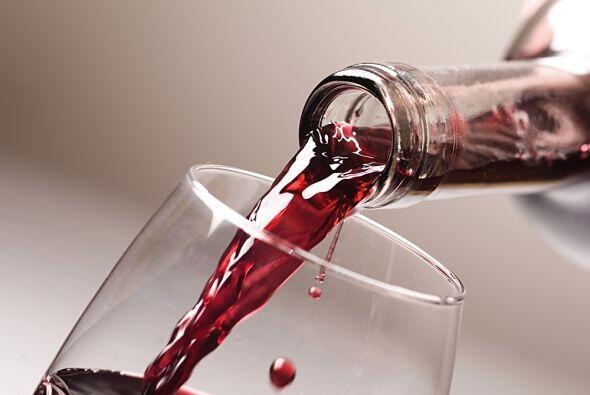 Vino. El vino es otro alimento que seguro es de tus favoritos y seguro h...