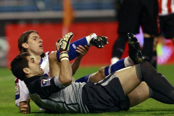 El brasileño Filipe Luis se rompió el tobillo al hacer el primer gol del...