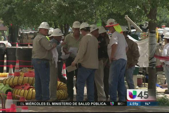 Cinco trabajadores de Center Point Energy resultaron quemados y electroc...