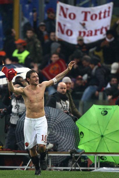 Pero Francesco logró recuperar su uniforme. Como dice la propia afición:...