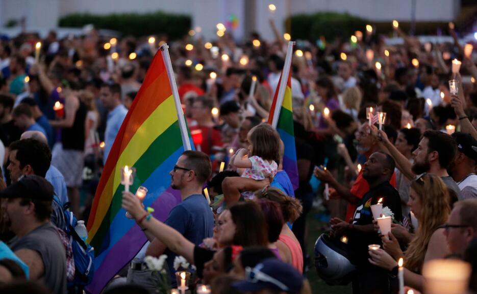 Orlando enciende miles de velas para recordar a las víctimas de la masac...