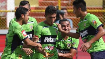 Consiguió su primer título al derrotar en penales a Isidro Metapán.