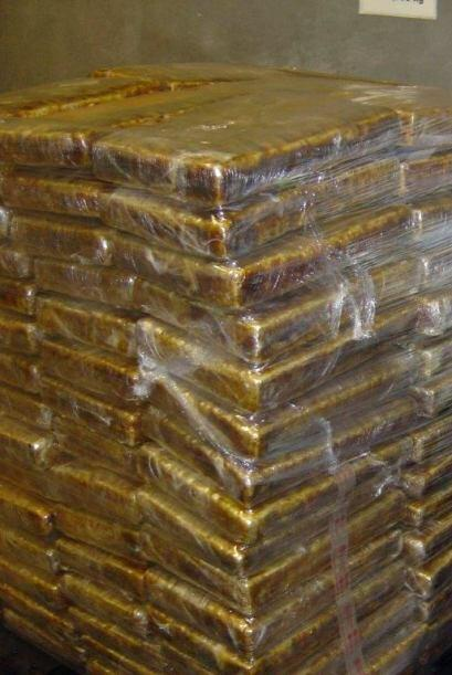 La droga fue encontrada en 200 paquetes escondidos en el techo de un trá...