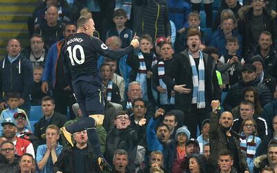 Rooney fue abucheado por su pasado con el Manchester United.