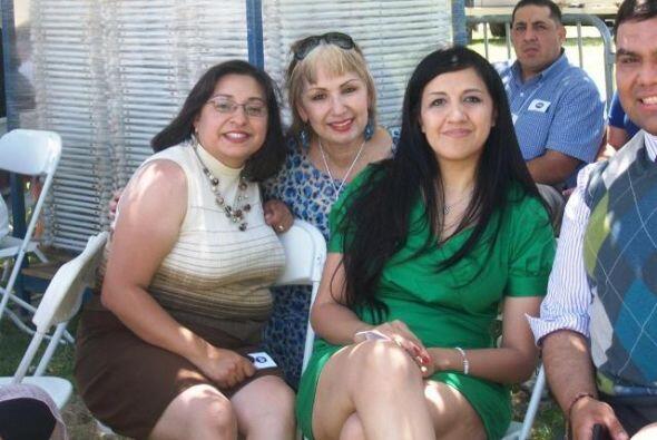 Aquí vemos a nuestra querida Teresa Fendi con la abogada de inmigración...