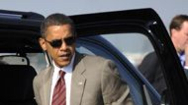 El candidato presidencial demócrata minutos antes de abordar su avión en...