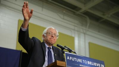 El candidato presidencial demócrata Bernie Sanders en un mitin en...