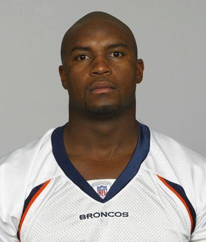 Broncos sustituyen a su capitánEl linebacker D.J. Williams fue de...