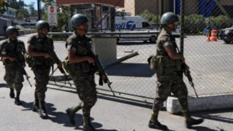 Militares guatemaltecos rescataron a un grupo de turistas que permanecie...