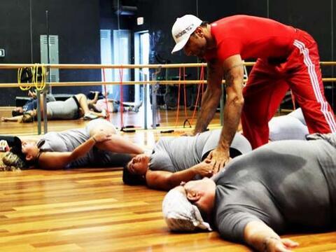 El entrenador está pendiente de cada uno de los movimientos de lo...